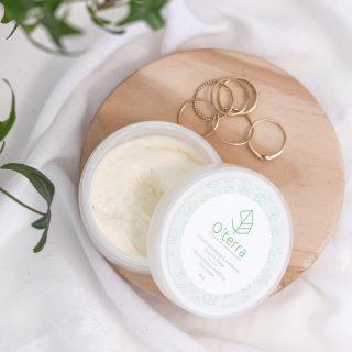 Qui ne voudrait pas d'une peau rayonnante de santé?!💚  Notre crème hydratante & matifiante pour le visage est définitivement un élément qui contribue à la rendre ainsi!  En plus de convenir à tous les types de peau, on l'adore parce qu'elle : 🌱Hydrate, nourrit & répare 🌱Apaise & adoucie 🌱Matifie & égalise le teint 🌱Régénère les cellules 🌱Donne un effet de fermeté 🌱A des propriétés anti-rides 🌱Favorise la production de collagène 🌱Contribue à une meilleure élasticité 🌱Est riche en antioxydants & vitamines 🌱Protège la peau des agressions extérieures 🌱Traite les imperfections  Besoin de la personnaliser?! Vaporisez ensuite une ou plusieurs de nos brume(s) spécialement adaptée(s) aux différents types de peau!  Pour plus de détails, consultez notre blogue qui contient un article sur la routine quotidienne pour un visage hydraté & en santé!💚  Livraison rapide partout au 🇨🇦 www.cliniqueoterra.com . . . . . #cliniqueoterra #oterratribe #oterra #produitsnaturels #encouragerlocal #produitsquebecois #skincare #healthyskin #visage #face #facecream